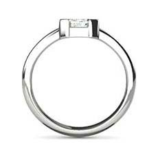 Lynette platinum diamond ring